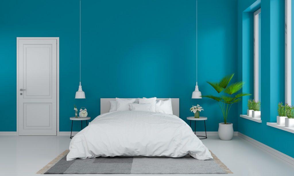 Intensywne kolory ścian w sypialni